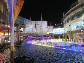 Perahu di Jungceylon Mal