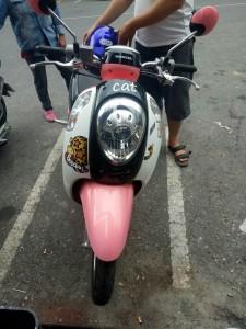 Motor yang kami sewa di Krabi, Pinky ride huh?