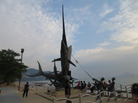 Patung ikan dan nelayan di Ao Nang