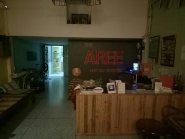 Lobby Aree Hostel yang sepi di pagi hari