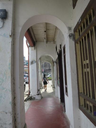 Jalan depan rumah di Georgetown yang sempit
