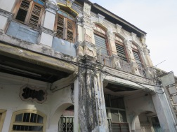 Bangunan lapuk yang memberi kesan antik