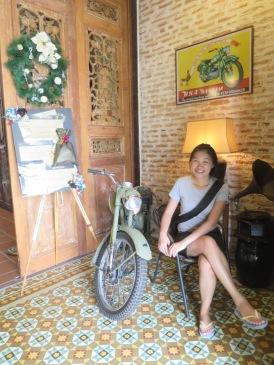 Si Nyonya dan sepeda tua