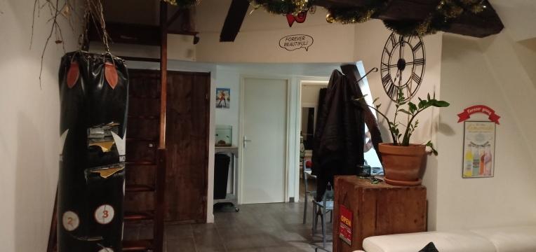 Ruang tamu Apartemen Benjamin