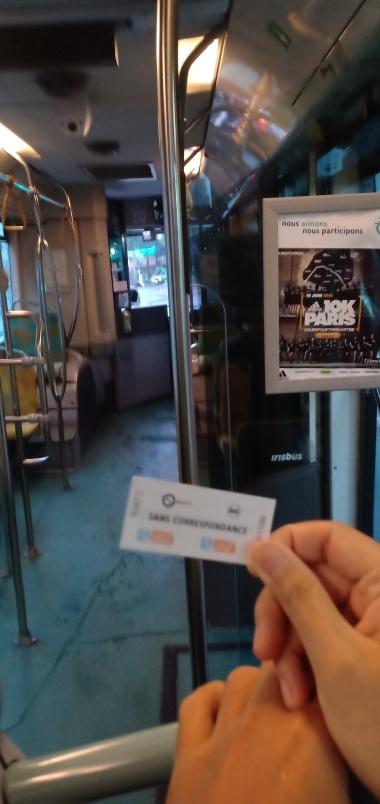 Karcis Bis di Paris yang bisa dibeli di supir atau mesin