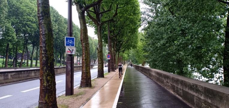 Jalur pejalan kaki dan sepeda di Paris
