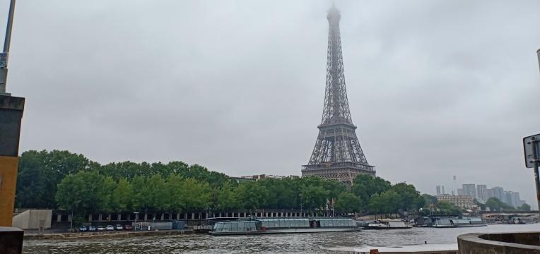 Menara Eiffel dari Sungai Seine
