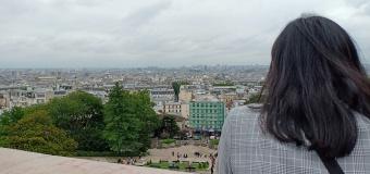 Pemandangan kota paris dari tangga menuju Sacre Cour