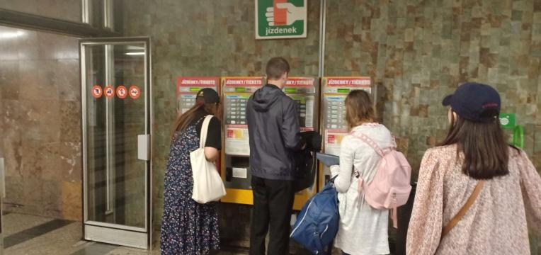 Mesin tiket Metro dan Tram