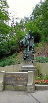 Patung di Petrin Hill