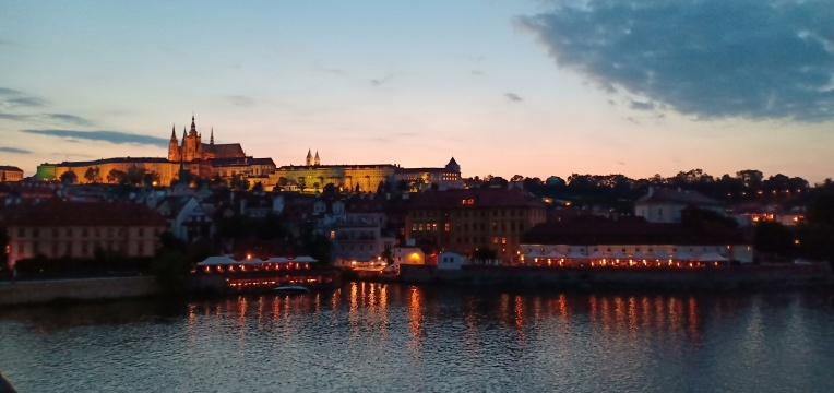 Prague Castle saat senja