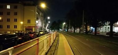 Kesunyian malam di Tram U Kastanu