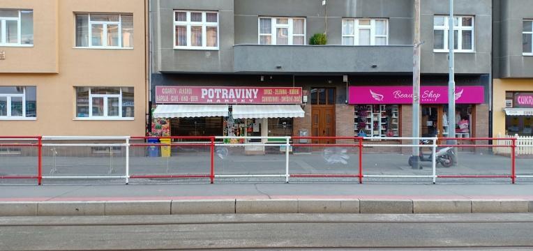 Supermarket kecil tempat kami biasa beli kebutuhan sehari hari di U Kastanu