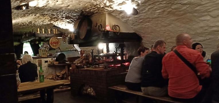 ruang makan ala abad pertengahan