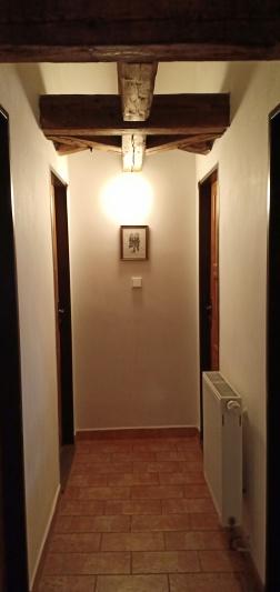Lorong menuju kamar kami di Hostel Merlin