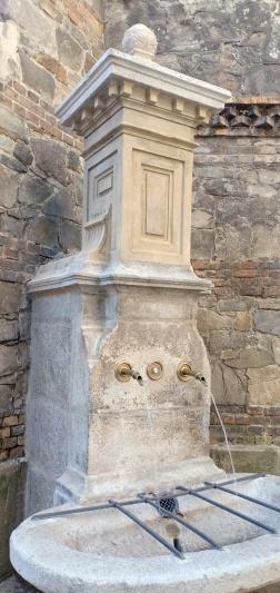 air mancur kuno yang airnya bisa diminum