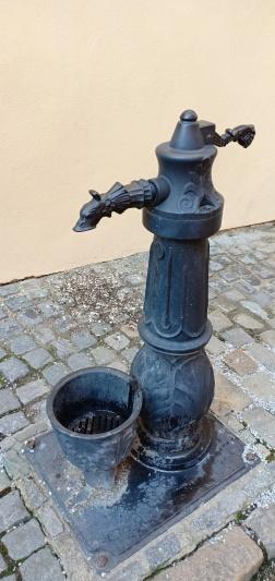 pompa air antik