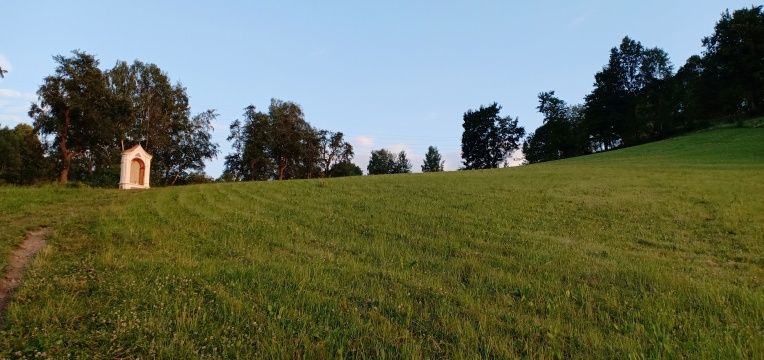 Hill of the Cross dari bawah
