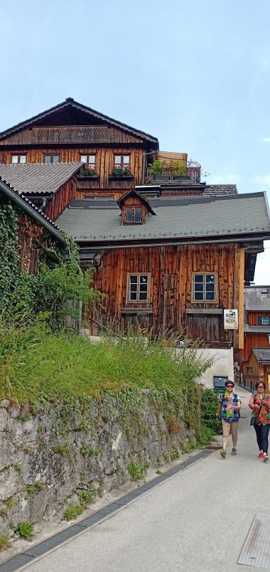 Rumah kayu yang antik