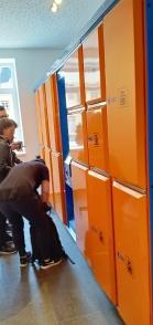 Loker penitipan tas di stasiun cablecar