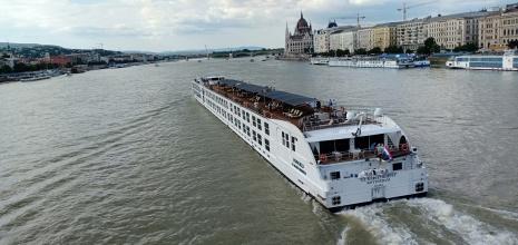 pemandangan Sungai Danube dari Chain Bridge