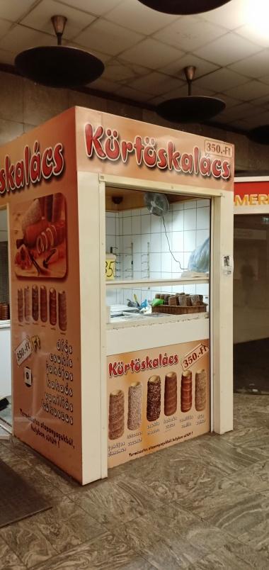 Kurtoskalacs, roti berbentuk cerobong khas Hungaria ini banyak juga ditemui di Ceko