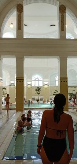 Bagian indoor Szechenyi Bath yang indah