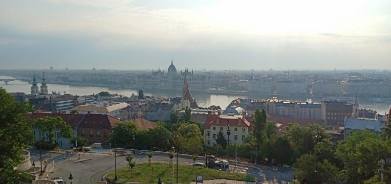 Pemandangan kota Budapest dari Fisherman's Bastion