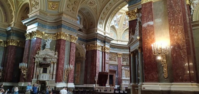 Interior gereja yang indah