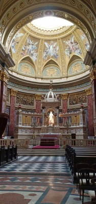 Altar utama gereja