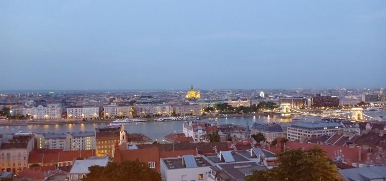 Senja di Budapest