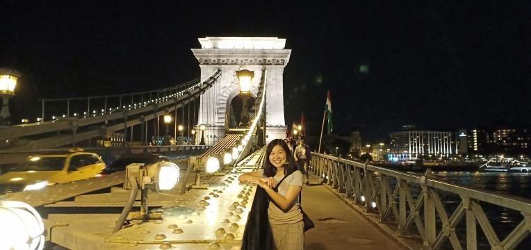Indahnya Chain Bridge di malam hari
