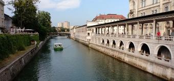 Sungai yang mengalir di kawasan kota tua