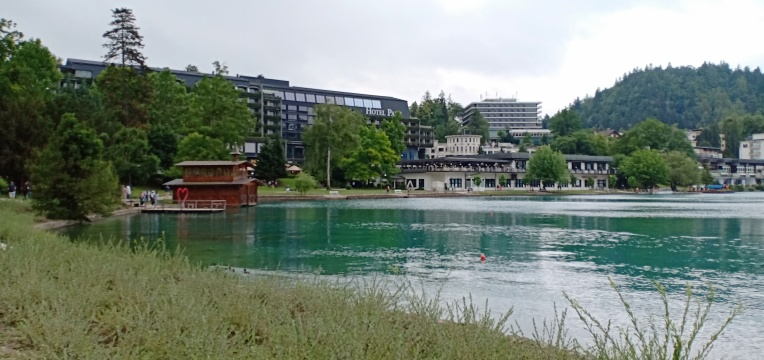 Hotel-hotel mewah di tepi Lake Bled