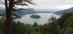 Kita bisa melihat Lake Bled dari View Point ini