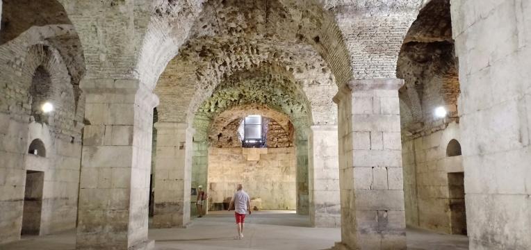 Basement Istana Diocletian yang pernah menjadi setting film Games of Thrones