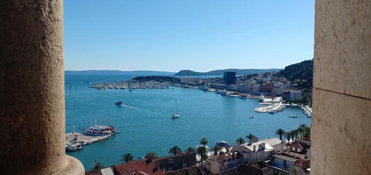 Pemandangan Pelabuhan dari atas