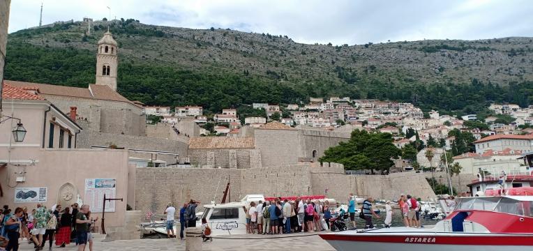 Turis yang menumpang Boat Tour